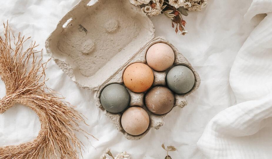 Come colorare le uova con colori naturali